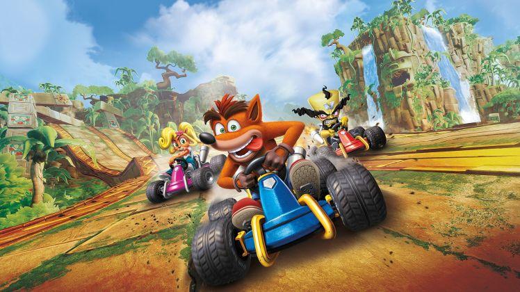Crash torna sulle quattro ruote e lancia la sfida a Mario Kart